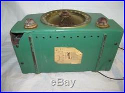 Vintage Zenith S-21973 Bakelite Green Radio Parts Repair Powers On